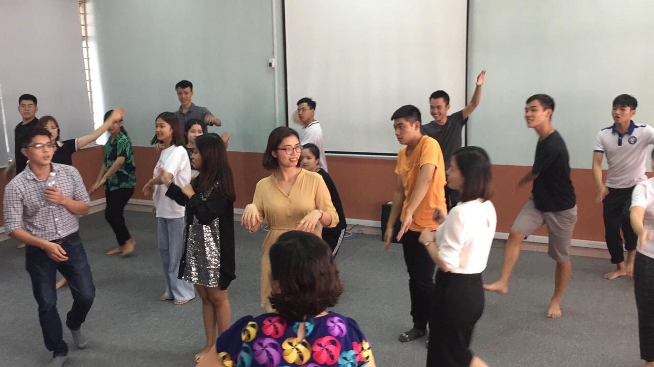 Thầy và Trò khoa CNTT tập văn nghệ Chào mừng 50 Năm ngày thành lập Trường